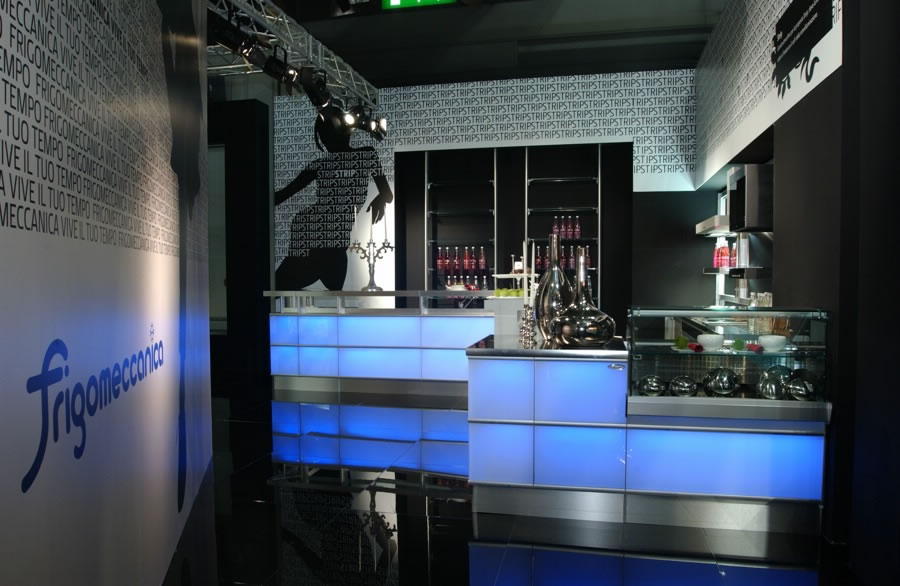 Arredo bar modello strip led rgb for Arredo bar napoli