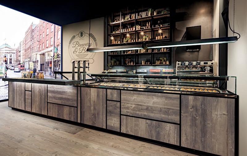 Un arredamento bar in stile industry che spazia dalla for Bar arredamento