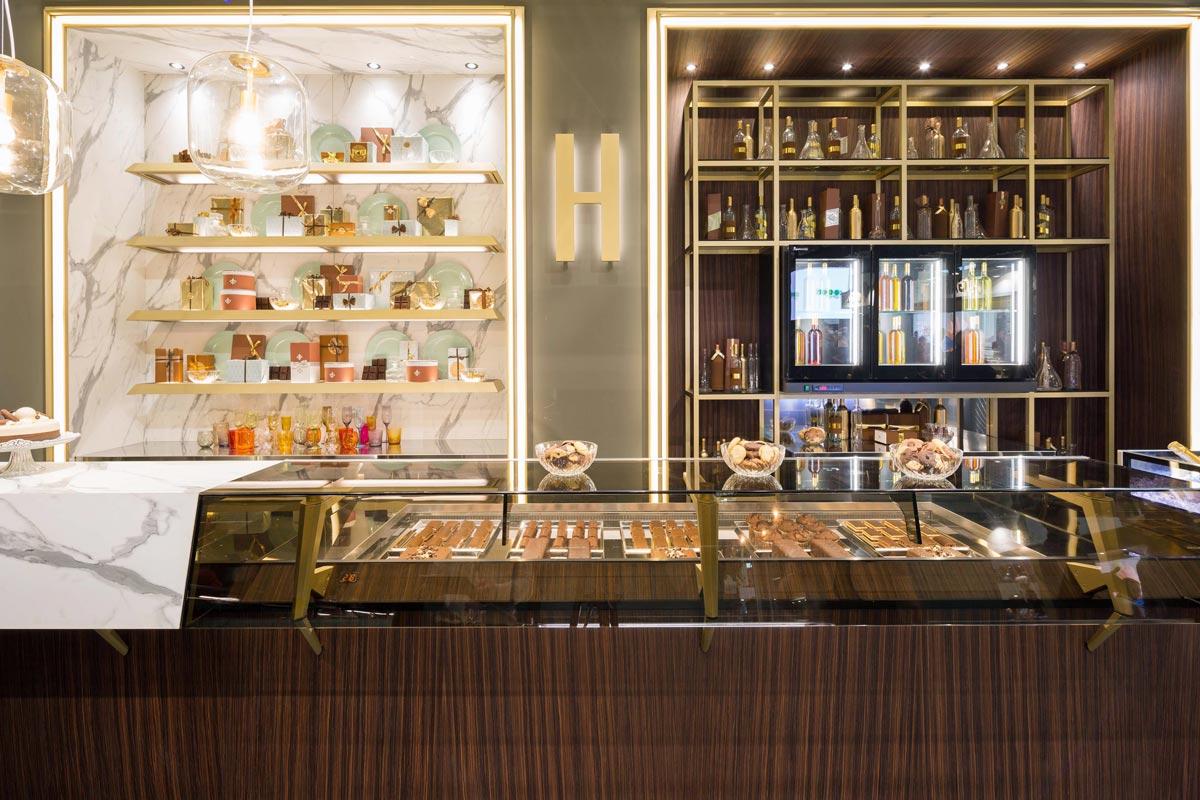 HARRIS Nuova linea di arredo bar in stile classico contemporaneo ed elegante